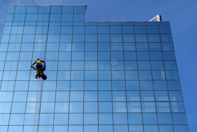 Limpieza de ventana foto de archivo libre de regalías