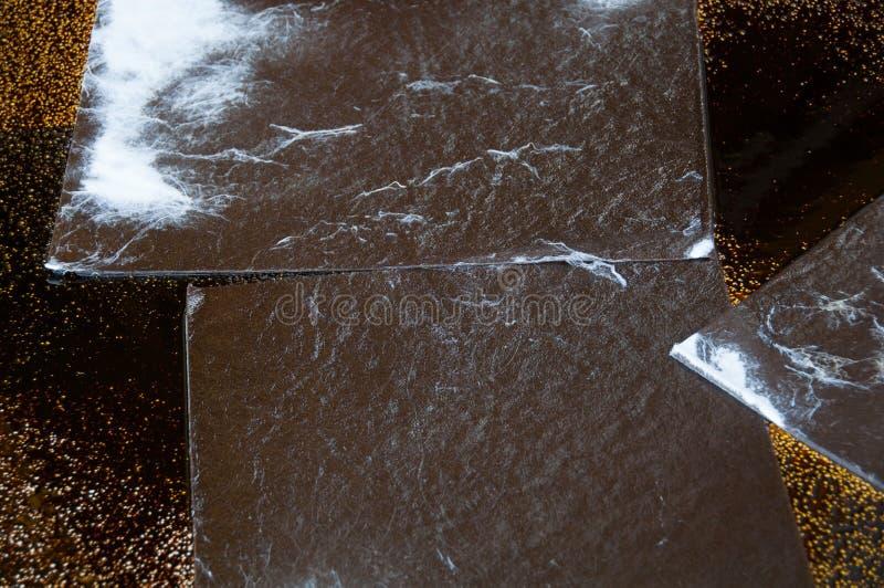 Limpieza del derrame de petróleo en zona de trabajo peligro para la naturaleza fotografía de archivo libre de regalías