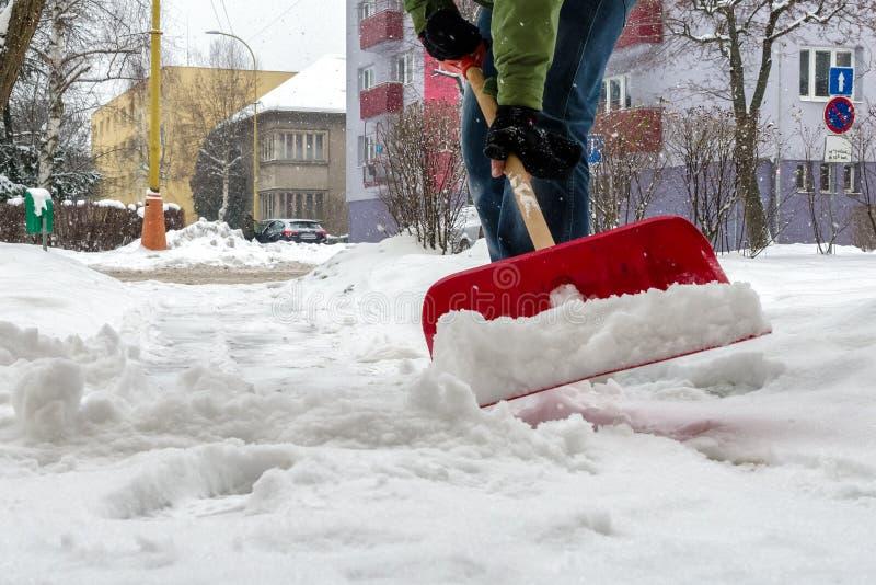 Limpieza del pavimento de la nieve imagenes de archivo