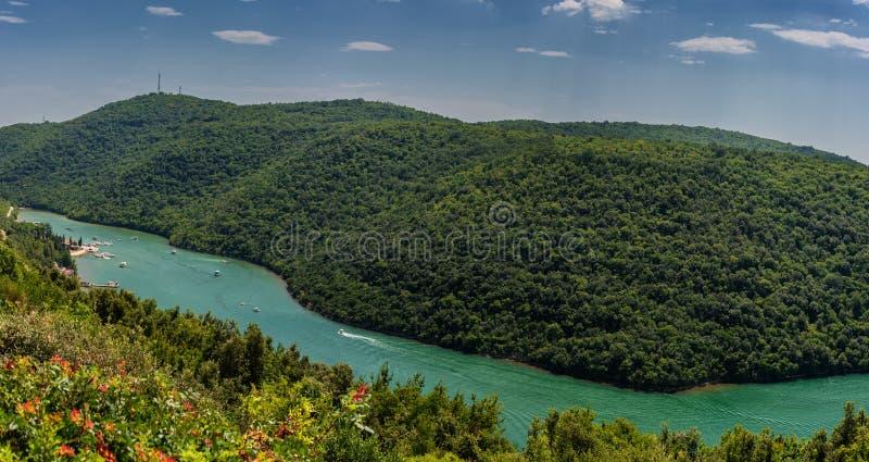 Limski运河在罗维尼附近的伊斯特拉半岛 库存图片