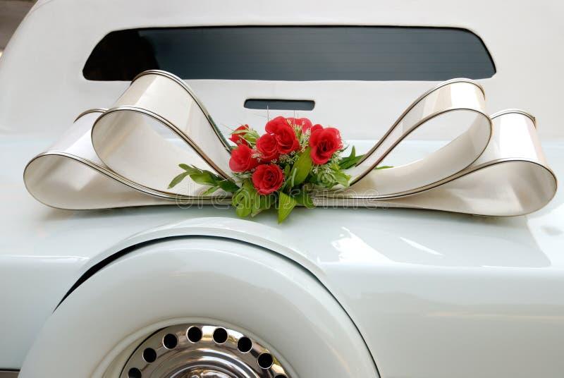 Limusina blanca de la boda imagenes de archivo