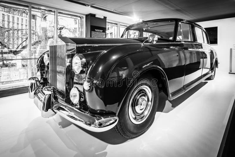 limusina de cuatro puertas Ultra-exclusiva Rolls-Royce Phantom V, 1961 imágenes de archivo libres de regalías