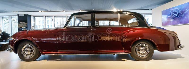 limusina de cuatro puertas Ultra-exclusiva Rolls-Royce Phantom V, 1961 imagen de archivo libre de regalías