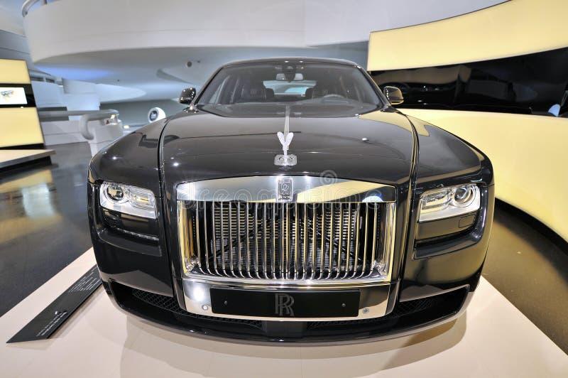 Limusina preta de Rolls Royce Phantom na exposição no museu de BMW fotos de stock royalty free