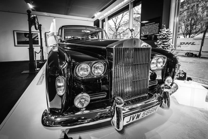 Limusina ultra-exclusiva Rolls-Royce Phantom VI, 1970 de británicos Coachwork fue creado por la sala del parque de Mulliner imágenes de archivo libres de regalías