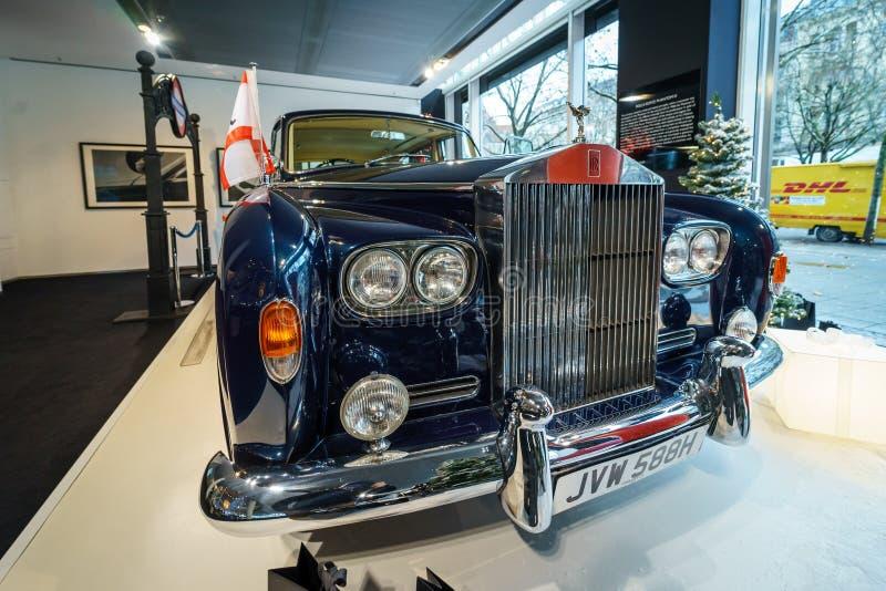 Limusina ultra-exclusiva Rolls-Royce Phantom VI, 1970 de británicos Coachwork fue creado por la sala del parque de Mulliner fotografía de archivo