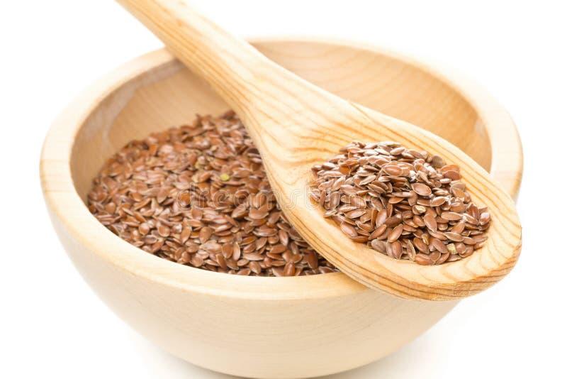Lin oléagineux ou graine de lin cru et non-traité en cuvette et PS en bois en bois photo stock