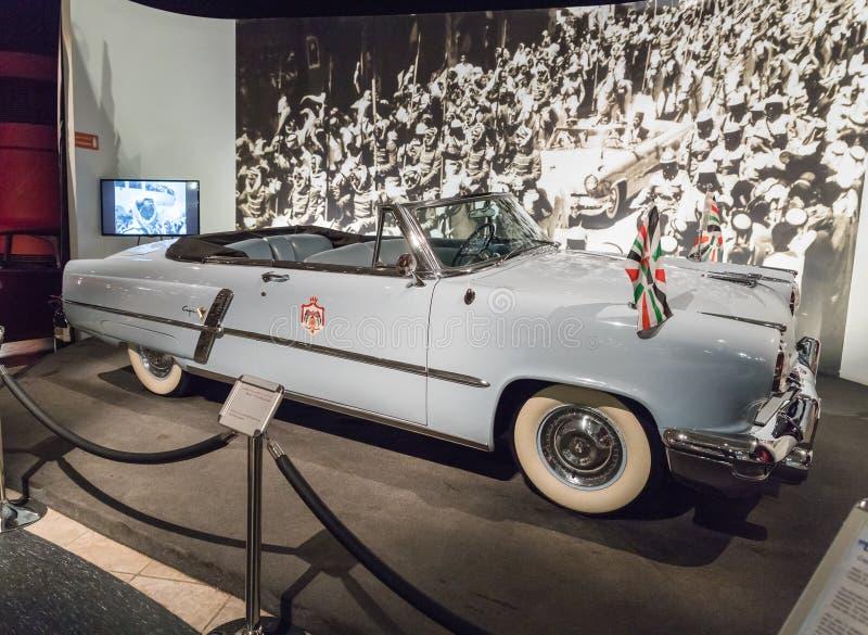 Lincoln Capri Convertible - 1952 na exposição no museu em Amman, a capital do carro do rei Abdullah II de Jordânia fotografia de stock