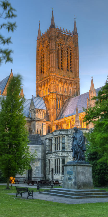 Lincoln Cathedral en Tennyson Statue royalty-vrije stock afbeelding