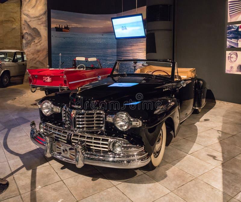 Lincoln Continental Cabriolet 1947 na exposição no museu em Amman, a capital do carro do rei Abdullah II de Jordânia imagens de stock