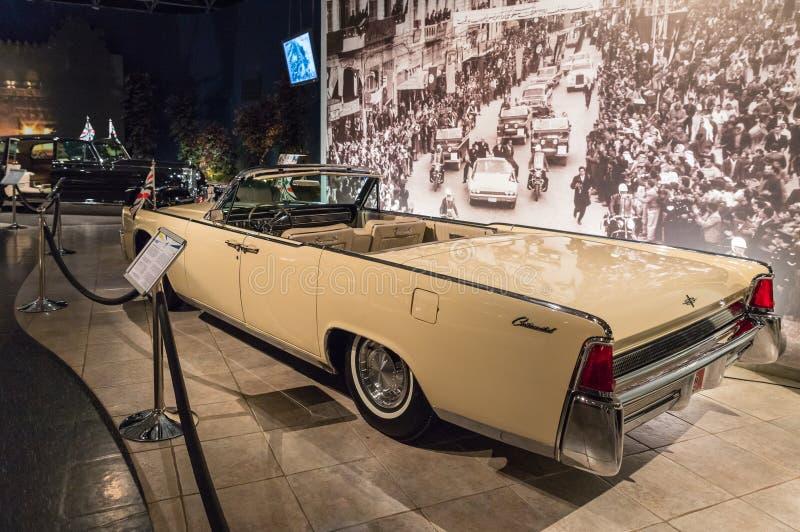 Lincoln Continental Convertible 1961 na exposição no museu em Amman, a capital do carro do rei Abdullah II de Jordânia imagens de stock