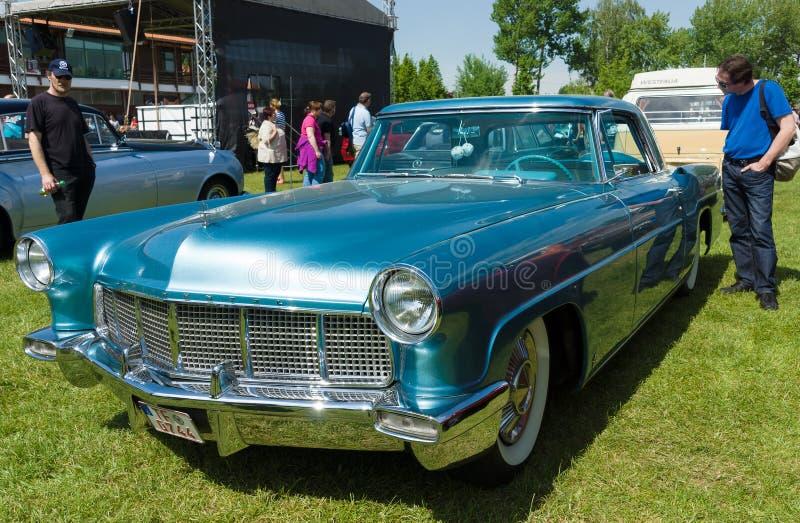 Lincoln Continental Mark II royaltyfri foto