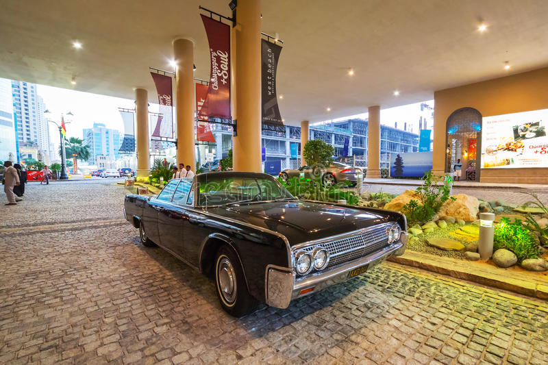 Lincoln continental parked outside the hotel in dubai for Richest hotel in dubai