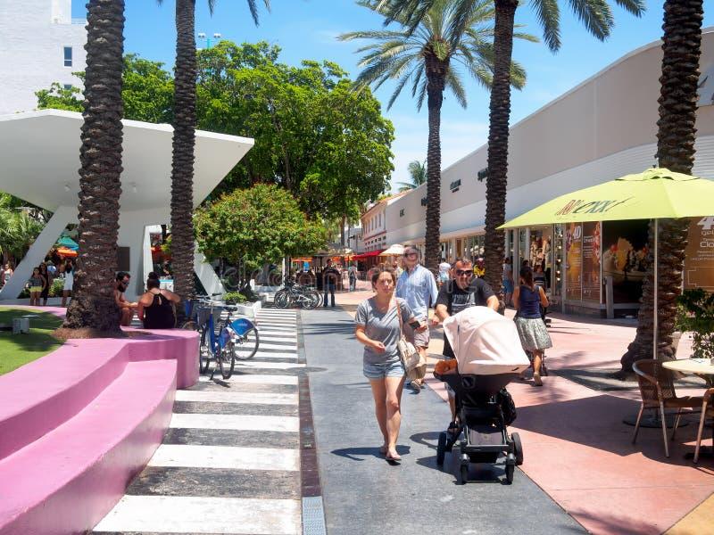 Lincoln droga, zakupy bulwar w Miami plaży fotografia stock