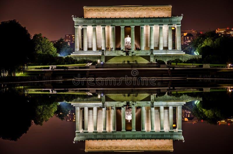 Download Lincoln-Erinnerungsnachtansicht Mit Reflektierendem Pool Stockbild - Bild von lincoln, reflexion: 27733167