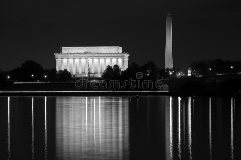 Lincoln Memorial e Washington Monument che riflettono nel fiume Potomac, in Washington, DC fotografia stock