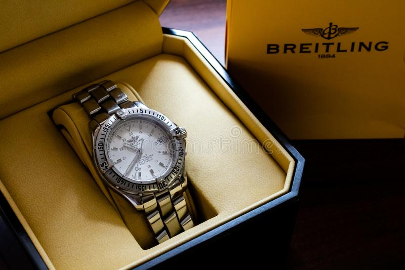 Lincoln, Regno Unito - 08/14/2018: Un puledro Chronometre di Breitling in sua scatola immagini stock libere da diritti