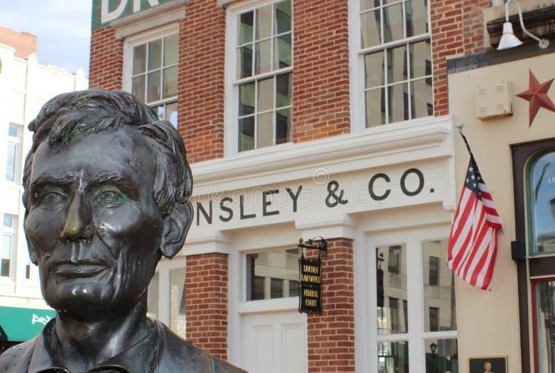 Lincoln Statue och Lincoln Law Offices, Springfield, IL royaltyfri fotografi