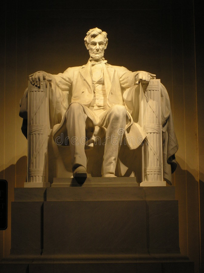 Lincolns Statue nachts lizenzfreies stockfoto