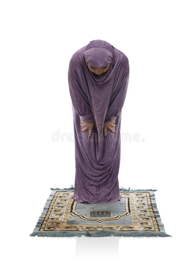 Linda garota árabe rezando usando roupas muçulmanas, chorando fotos de stock royalty free