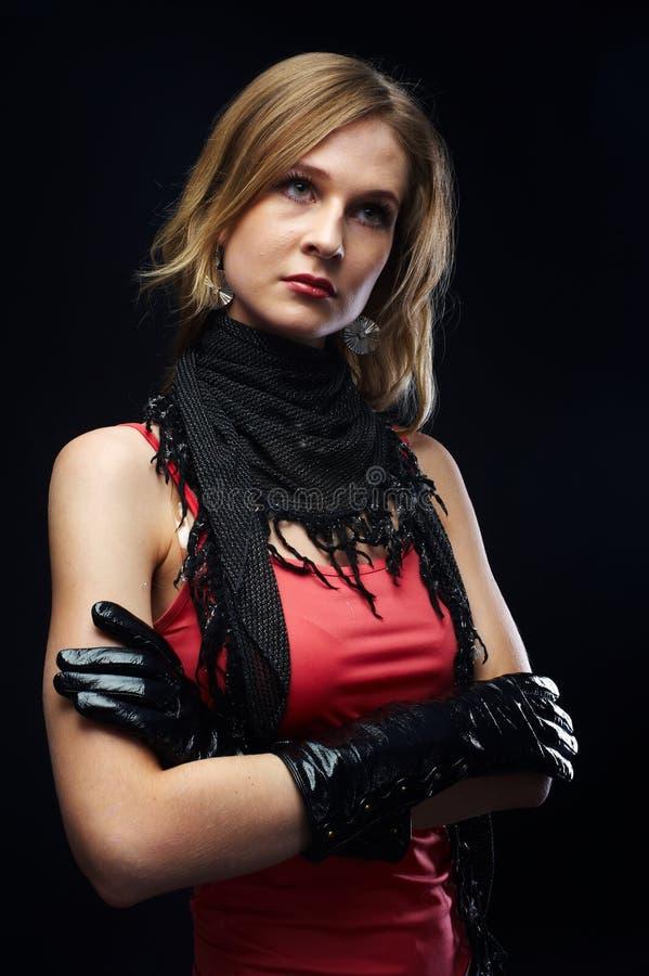 A linda garota com luvas pretas imagem de stock