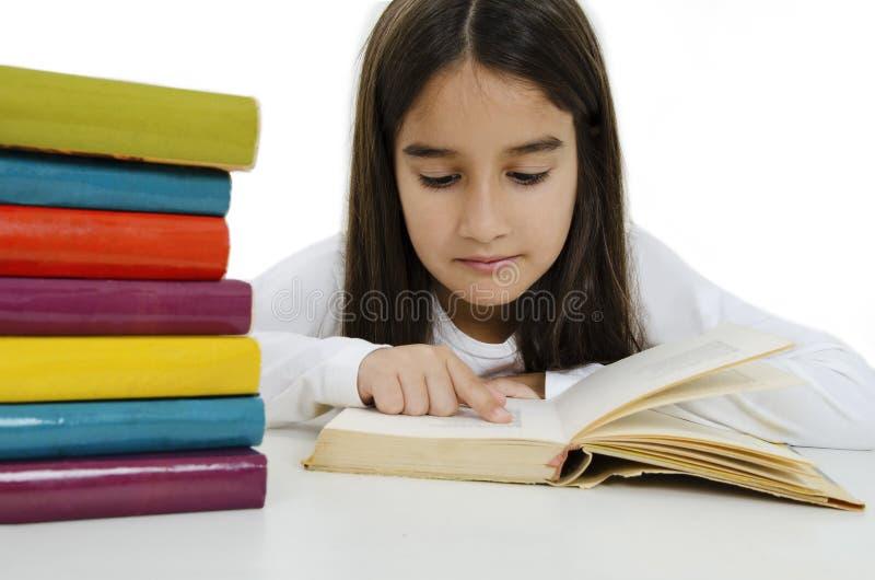 Linda garotinha com os livros fotografia de stock