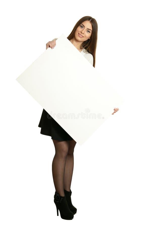 Linda mulher de blusa branca e saia preta segurando faixa de fundo branco foto de stock royalty free