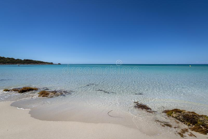 Linda visão da praia e do oceano calmo capturados na Baía Verde, no oeste da Austrália imagens de stock royalty free