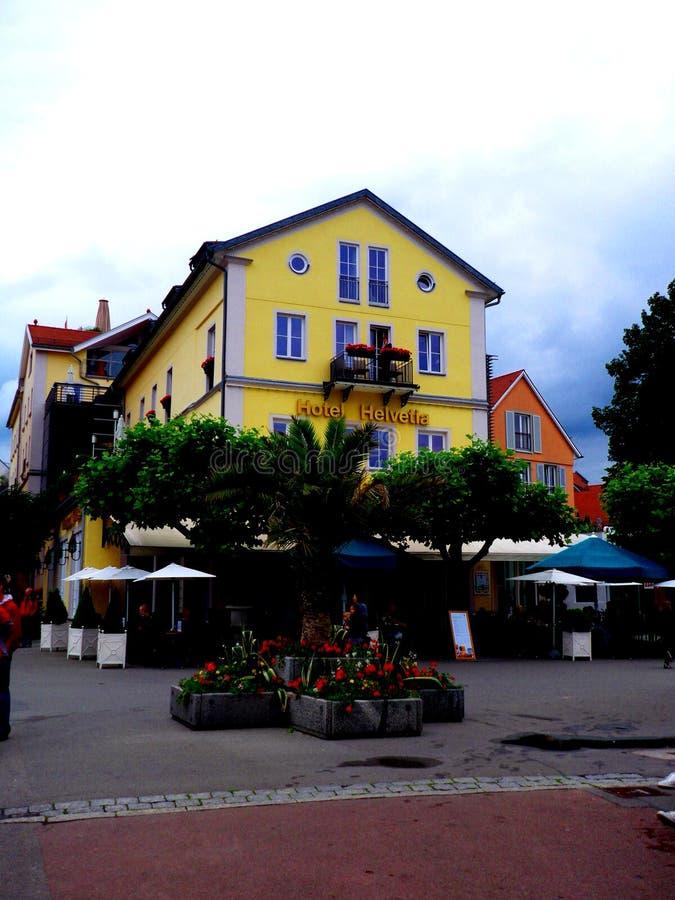 LINDAU/GERMANY JUNI 24, 2011: Kafé på haboren av lindauen på Bodensee, Tyskland fotografering för bildbyråer