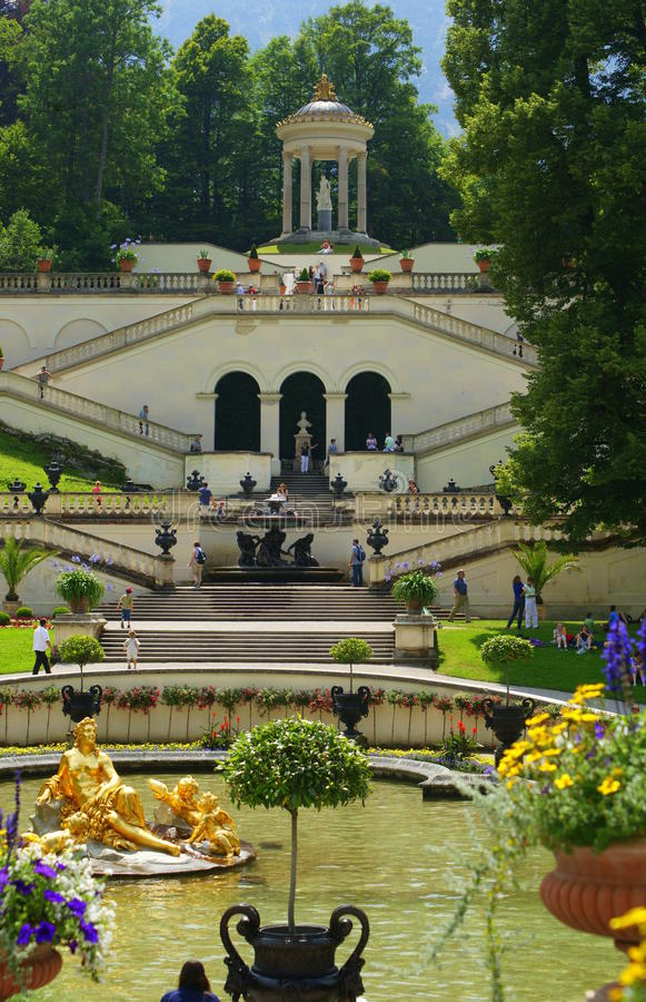 Download Linderhof Palace editorial photo. Image of castle, gold - 25929136