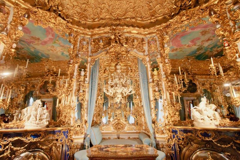 Linderhof slottkorridor av speglar royaltyfri fotografi