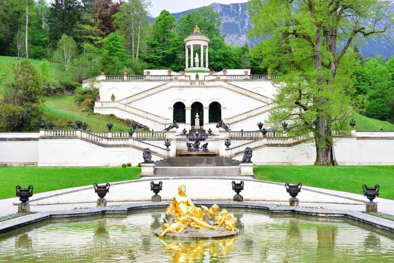 Linderhof slotts trädgård, Tyskland arkivbilder
