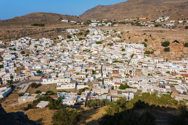 Lindos村庄和它的传统白色archit五颜六色的看法  免版税图库摄影