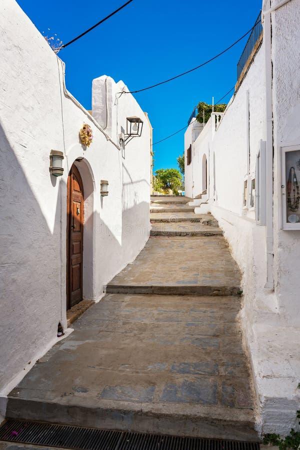 Lindos村庄街道有传统房子和别墅Rh的 免版税库存图片