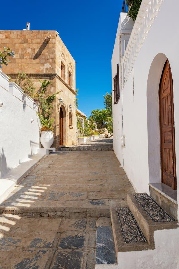Lindos村庄街道有传统房子和别墅Rh的 免版税图库摄影