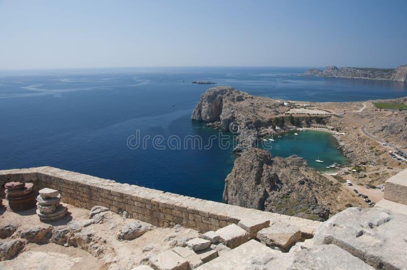 lindos гавани акрополя сценарные к взгляду стоковое фото rf