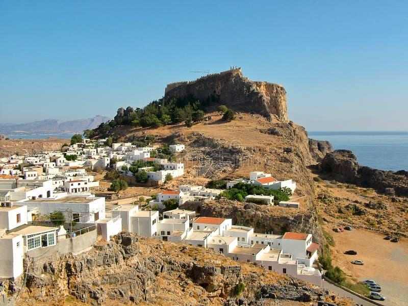 Lindos och den forntida akropolen på ön av Rhodes royaltyfri bild
