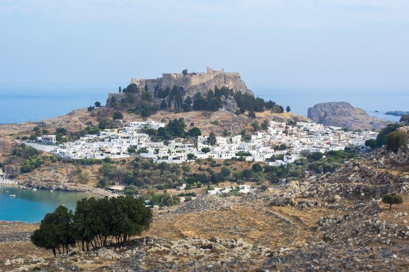 Lindos stadcityscape och Lindos akropol, Rhodes ö, Grekland royaltyfria foton