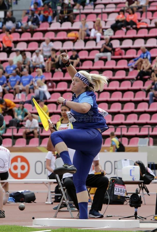 LINDSAY-BÄCKER von USA im Kugelstoßenschluß an den Meisterschaften IAAF-Weltu20 in Tampere, Finnland an stockfotografie