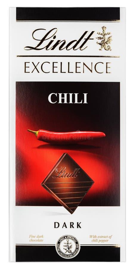Lindt优秀辣椒瑞士黑暗的巧克力块顶视图在白色隔绝的 图库摄影