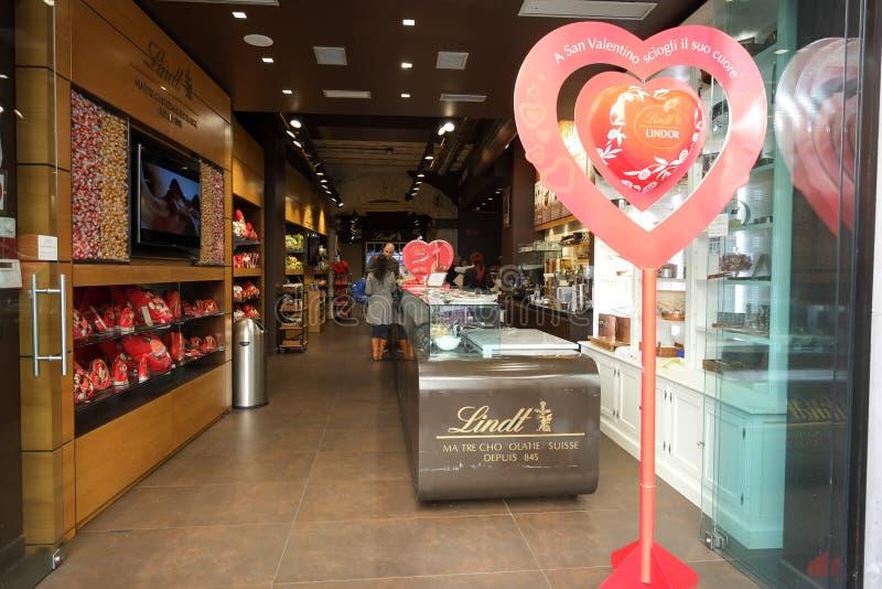 Lindt巧克力和甜商店 免版税库存图片