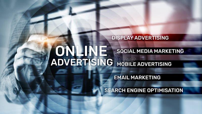 On-line διαφήμιση, ψηφιακό μάρκετινγκ Έννοια επιχειρήσεων και χρηματοδότησης στην εικονική οθόνη στοκ φωτογραφίες με δικαίωμα ελεύθερης χρήσης