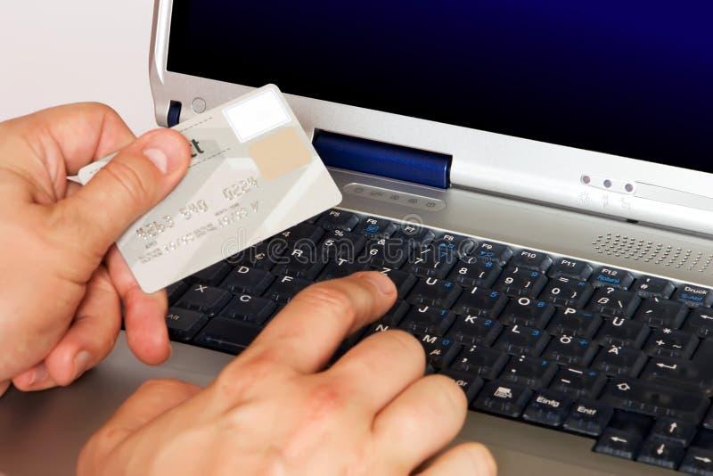 on-line ψωνίζοντας στοκ εικόνα με δικαίωμα ελεύθερης χρήσης