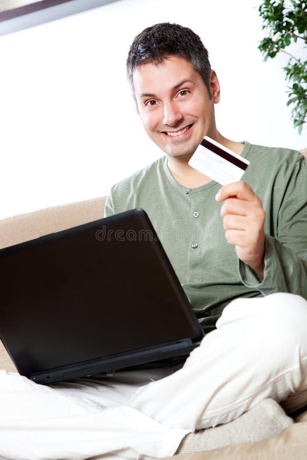 On-line ψωνίζοντας στοκ φωτογραφία με δικαίωμα ελεύθερης χρήσης