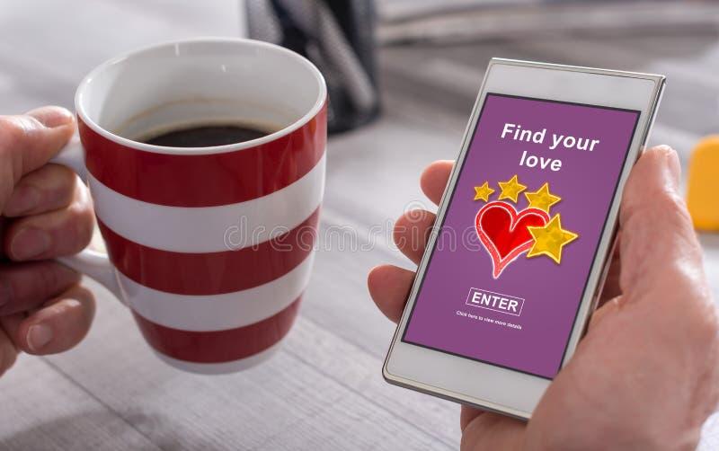 On-line-Datierungskonzept auf einem Smartphone stockbilder