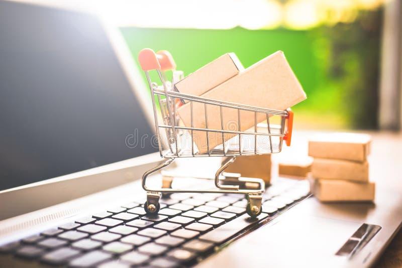 On-line, Idee kaufen und verkaufend über digitalen Handel lizenzfreie stockbilder
