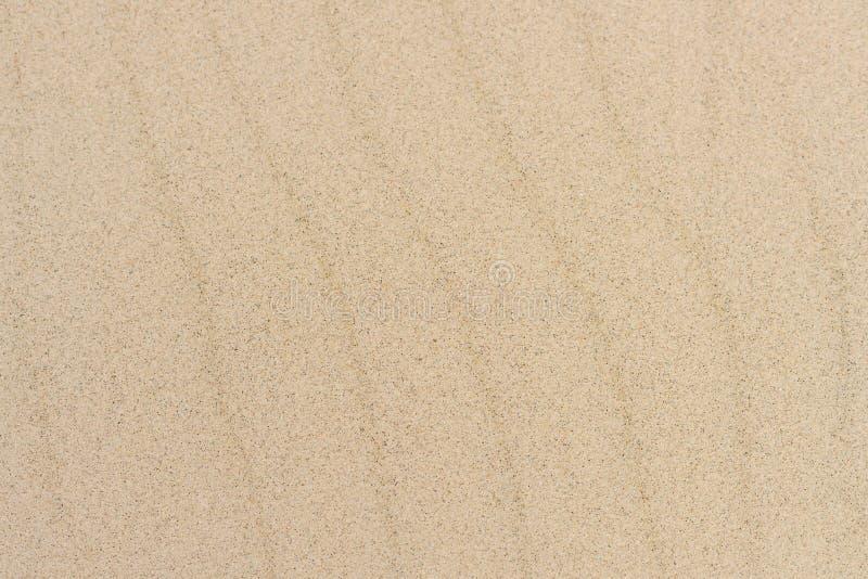 Linea astratta sabbia di struttura dell'onda sulla spiaggia Priorit? bassa della natura fotografie stock