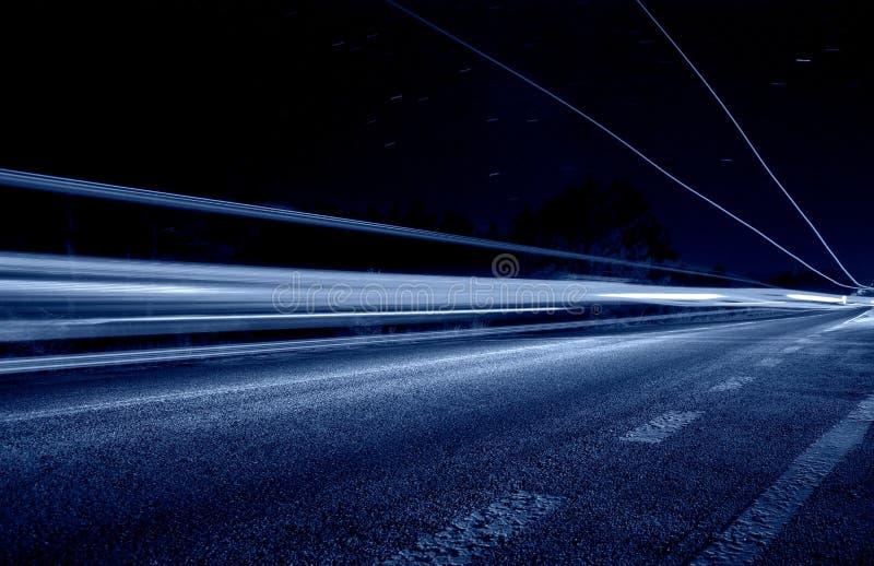 Linea centrale con gli indicatori luminosi blu astratti immagini stock libere da diritti