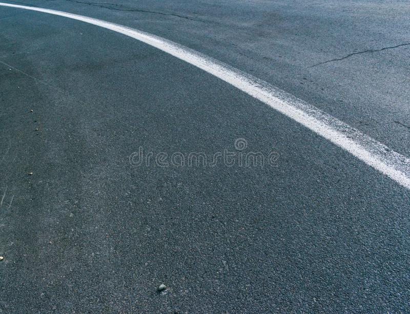 Linea centrale sulla strada fotografie stock