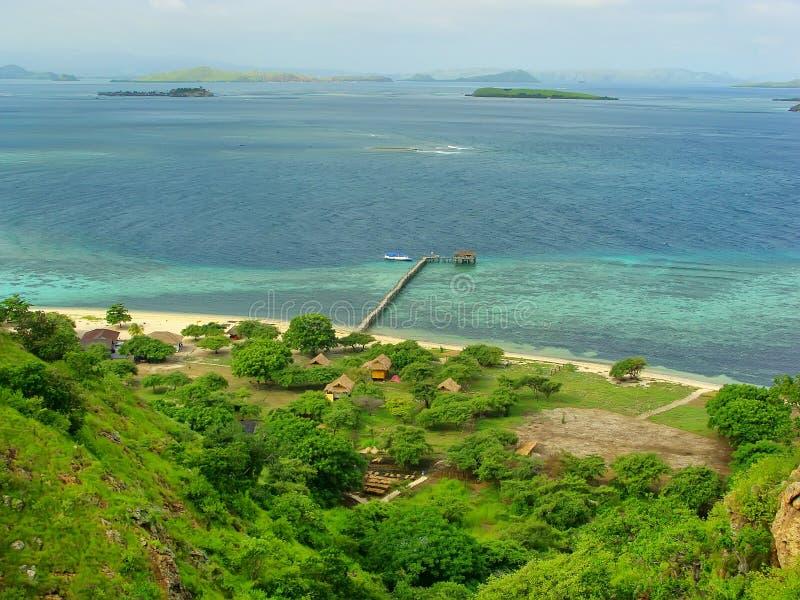 Linea costiera dell'isola di Kanawa nel mare del Flores, Nusa Tenggara, Indones immagine stock libera da diritti